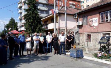 Pomen Oliveru Ivanoviću na mestu gde je ubijen pre tačno šest meseci