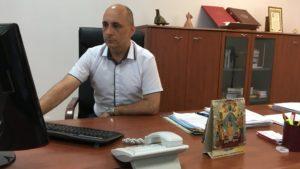 U kancelariji Srđana Jeremića, važno mesto zauzima svečano izdanje Ustava Kneževine Srbije/BBC