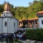 Vladika na Molebanu u manastiru Draganac