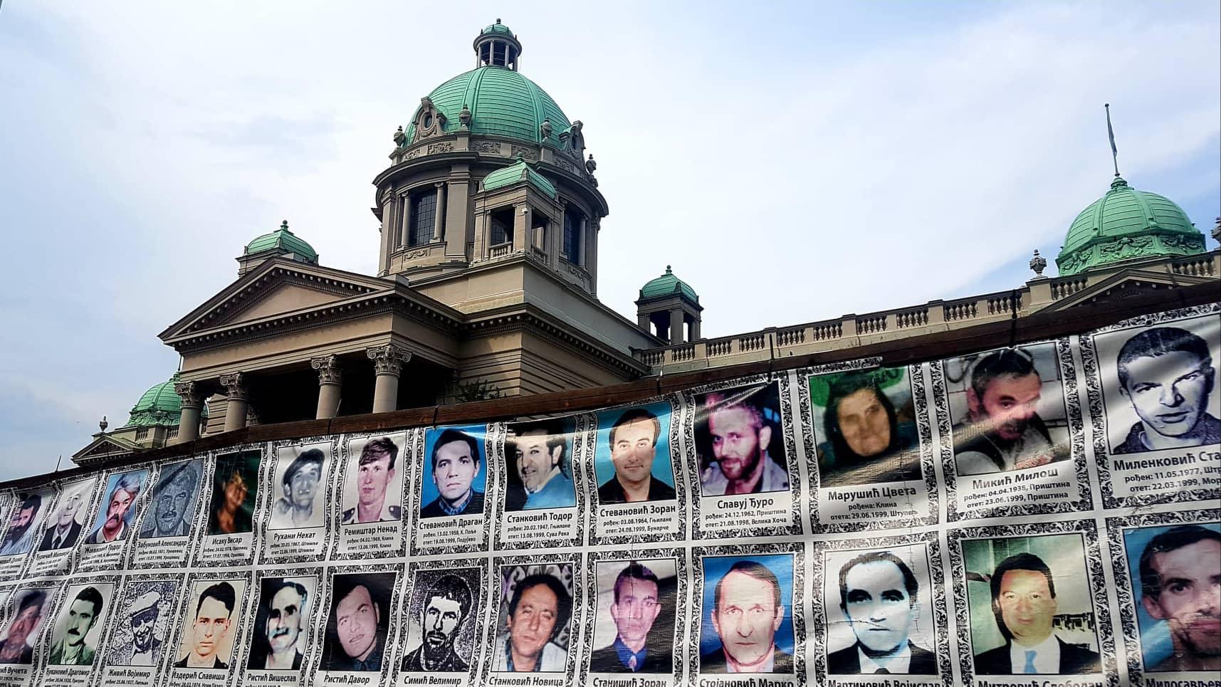 Nestali i ubijeni ispred Skupštine Srbije FOTO: KoSSev