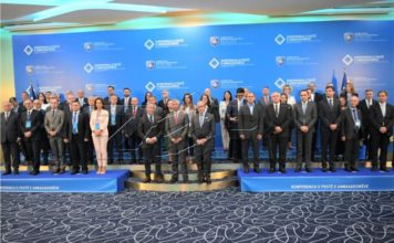 Kosovska vlada i diplomate