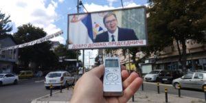 Bilbord dobrodošlice Predsedniku Srbije u Kosovskoj Mirovici