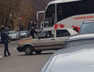 Automobil u bošnjačkoj albanija zastava