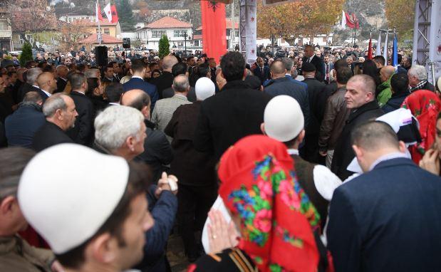 Albanci u Prizrenu u pripremama za Dan zastave FOTO: Kabinet Ramuša Haradina