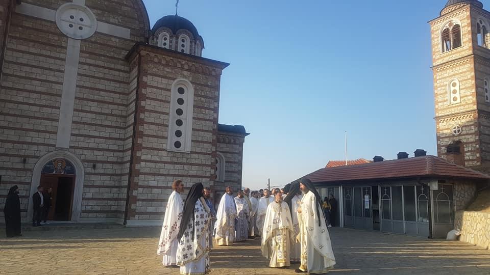 Sa nedavnog dočeka ukrajinskog vladike Viktora i igumana Hilandara Metodija, hram Svetog Dimitrija FOTO: KoSSev