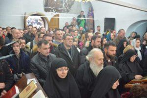 Верни народ на Литургији у Манастиру Девич Eparhija Raško prizrenska