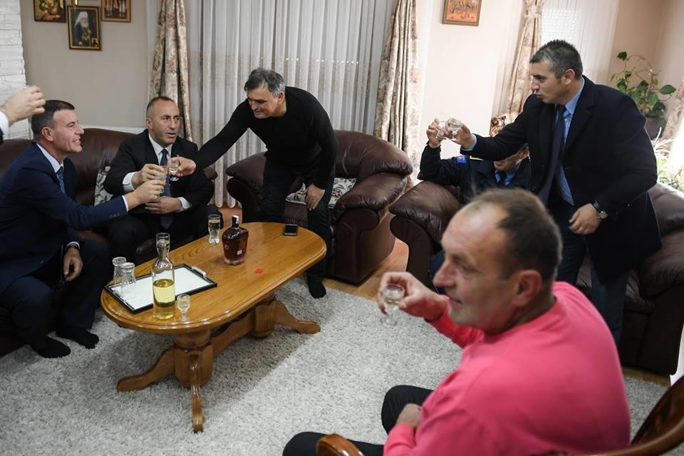 Ramuš u poseti srpskoj porodici u Plemetini