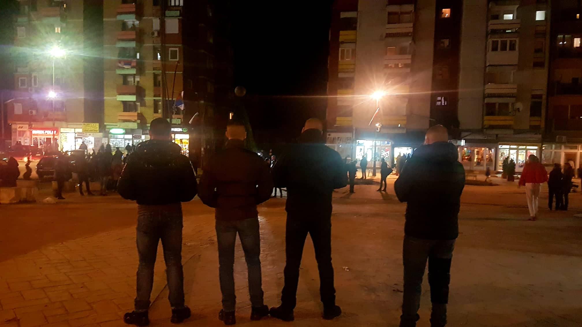 Braduljice posmatraju protest u Kosovskoj Mitrovici
