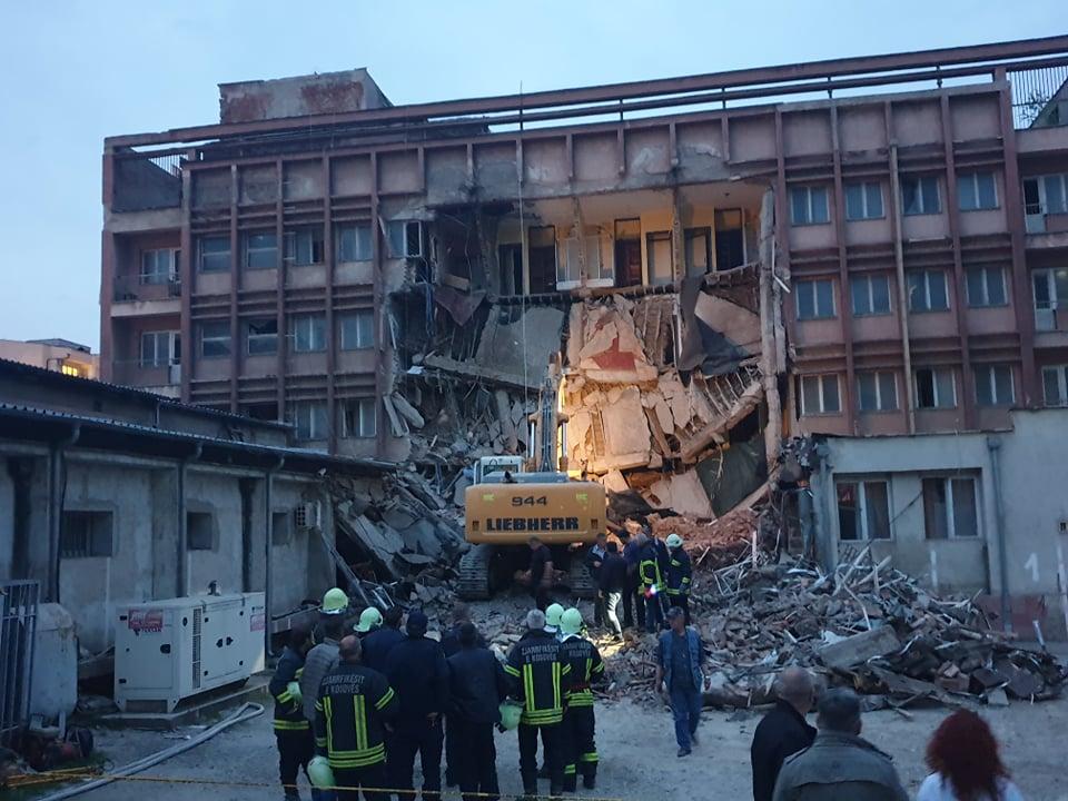 Hotel Adriatik, Mitrovica, srušio se