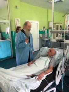 Teodosije u poseti povređenima u mitrovičkom KBC