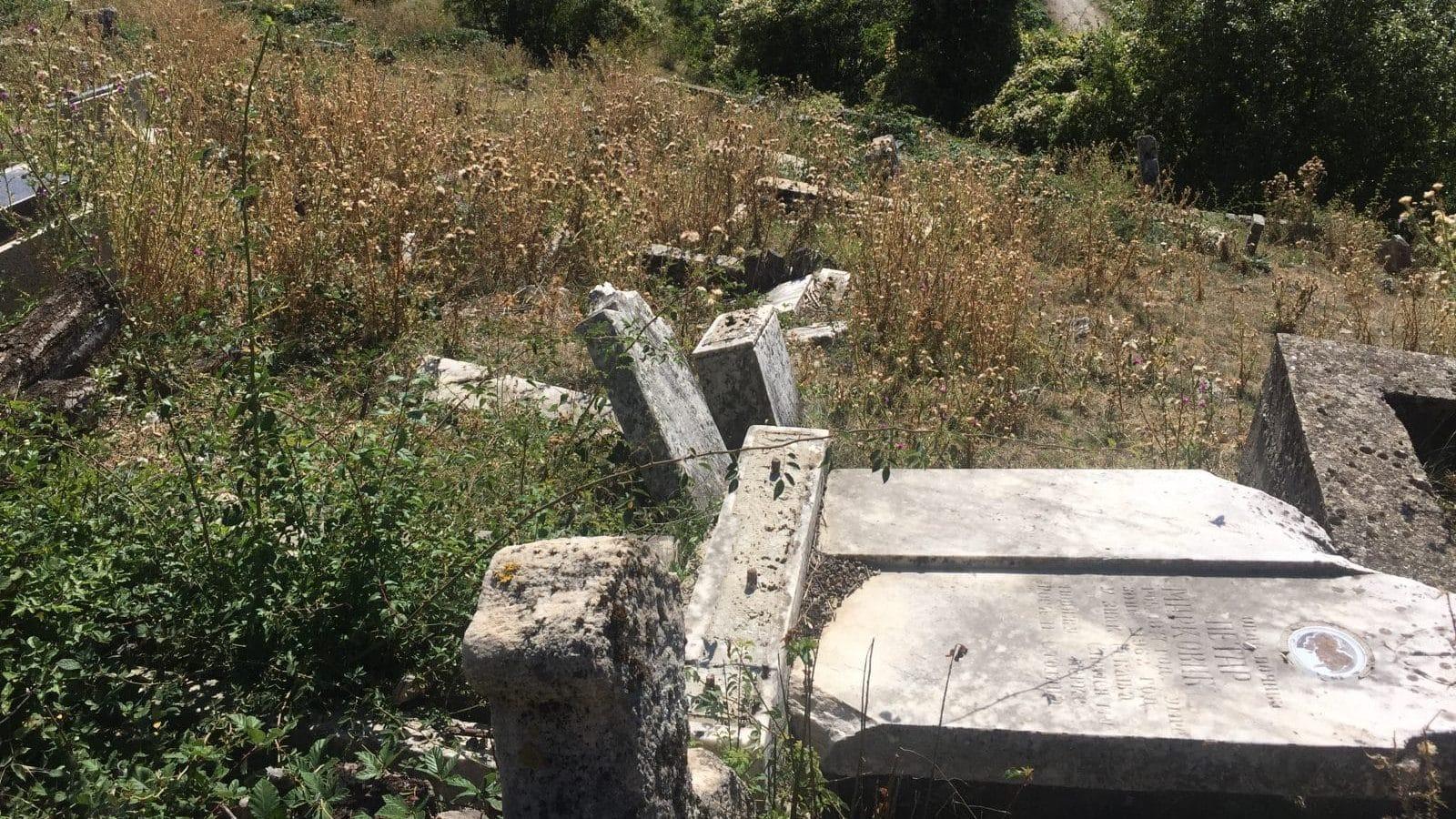 Razrušeno groblje u selu Žakovo