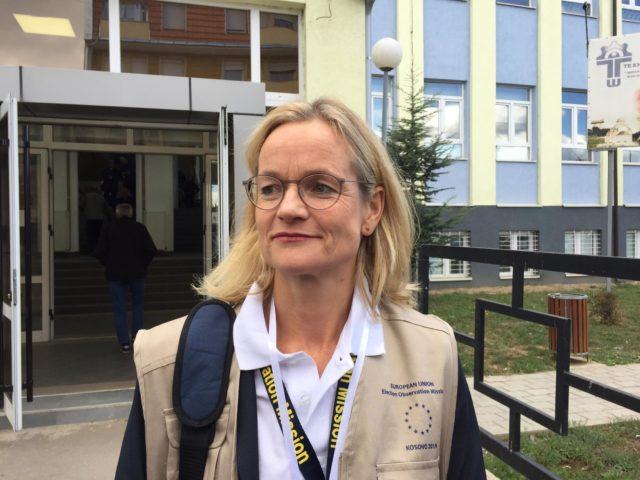 Viola fon Kramon-Taubadel na biračkom mestu u Severnoj Mitrovici