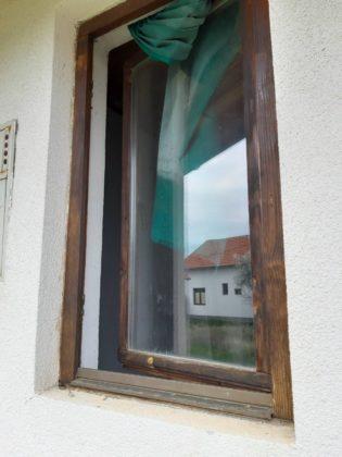 Obijena kuća u selu Novake