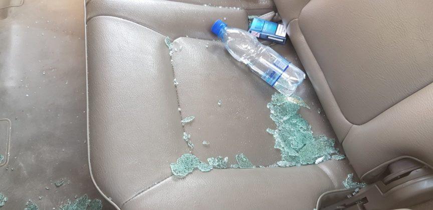 Polomljeno staklo na autu direktora RTV Puls