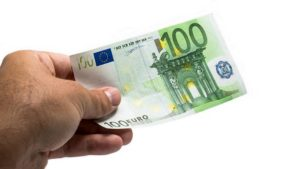 evri 100 evra novac pare