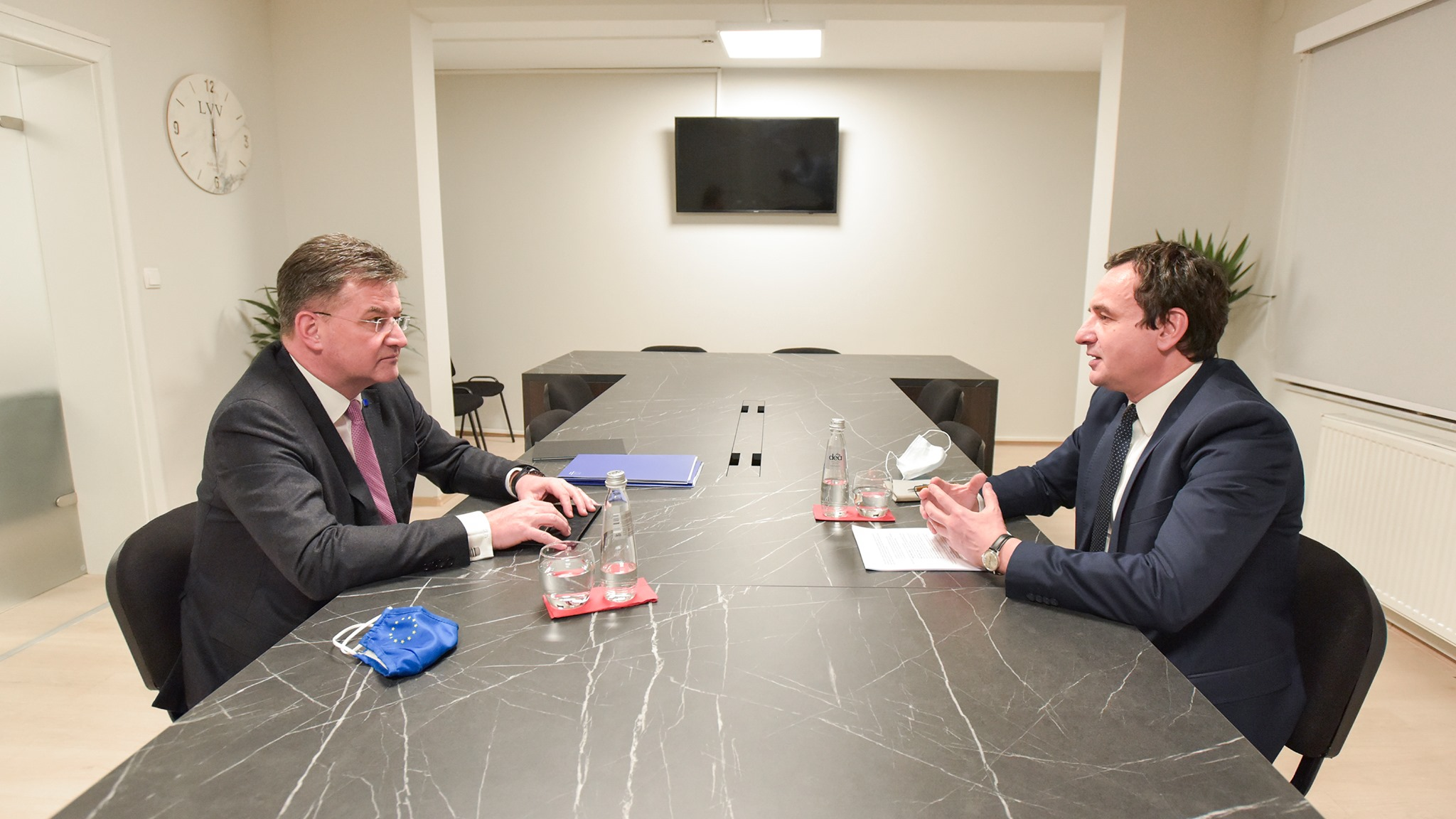 LVV publishes photos of Kurti and Lajcak - no Albanian flag - KoSSev