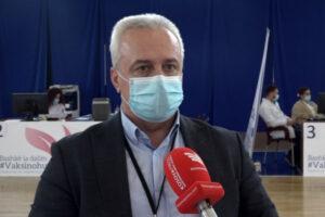 """koordinator centra za vakcinaciju u sali """"1 oktobar"""" u Prištini, Niman Bardi"""