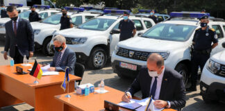 20 automobila policija nemačka ambasada
