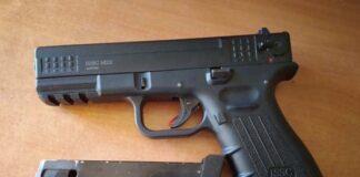 pištolj policija zaplenila